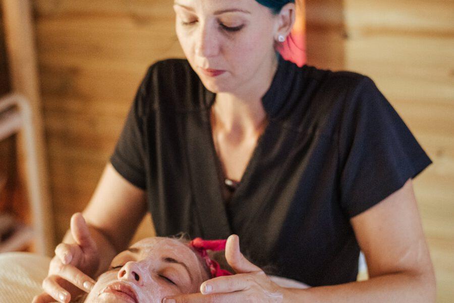 Na czym polega masaż bańką chińską i co warto o nim wiedzieć?