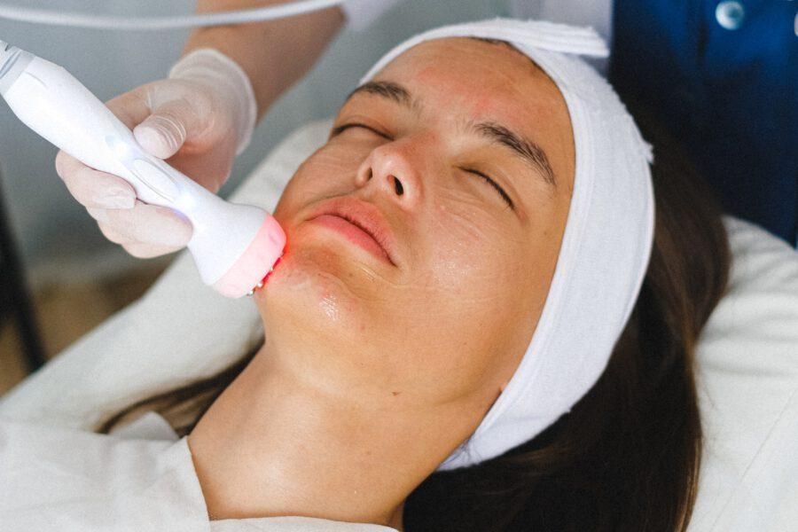 Jakiego rodzaju usługi znaleźć można w ofercie dobrego salonu kosmetycznego?