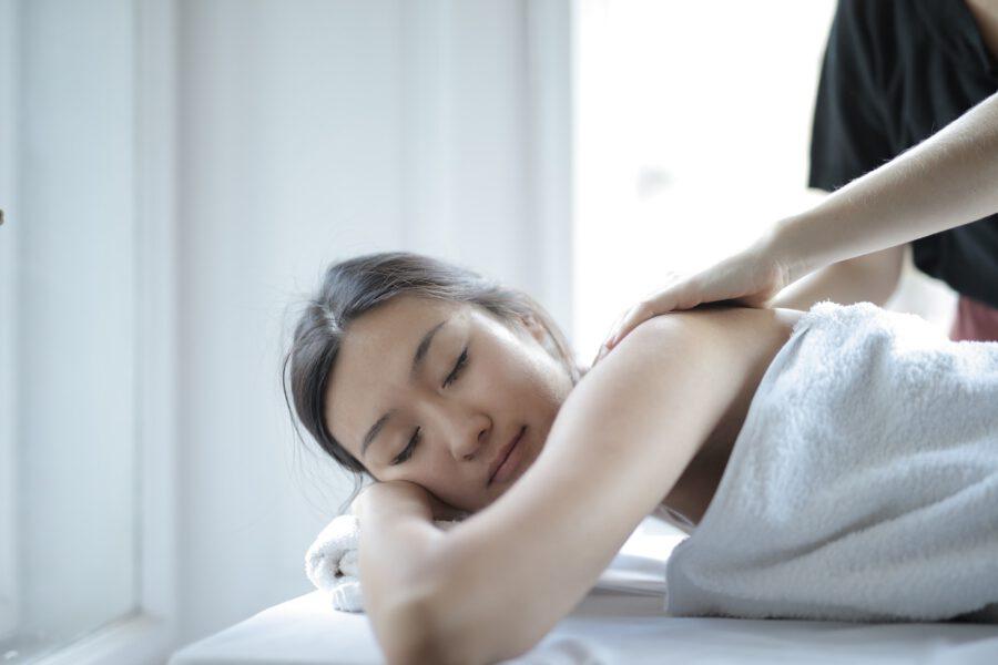 Najważniejsze zalety profesjonalnego masażu ciała